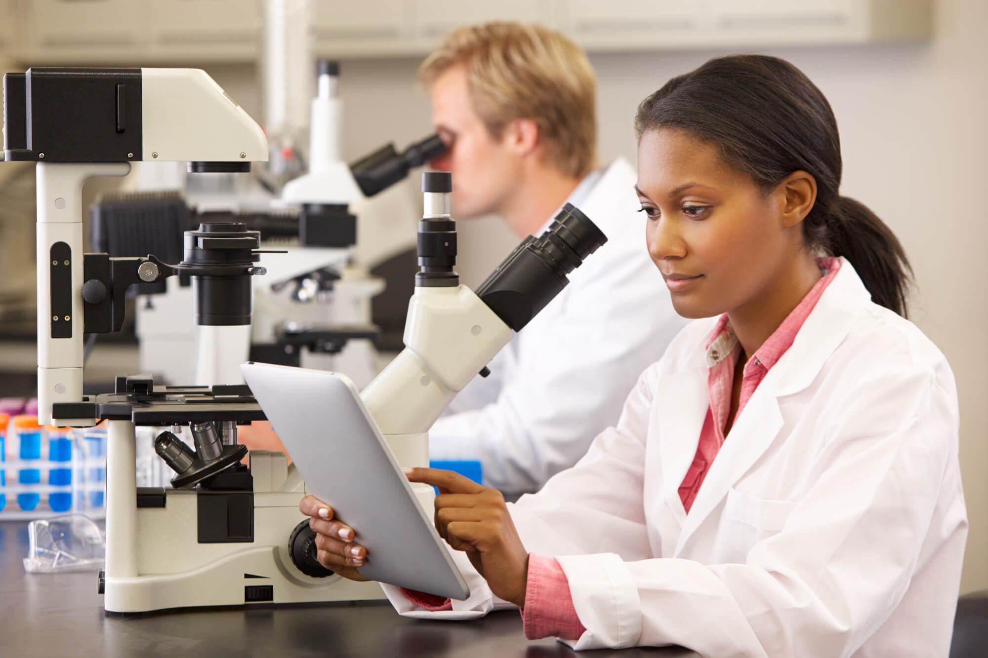 Conheça a RDC 166/17 e o seu valor para a gestão laboratorial